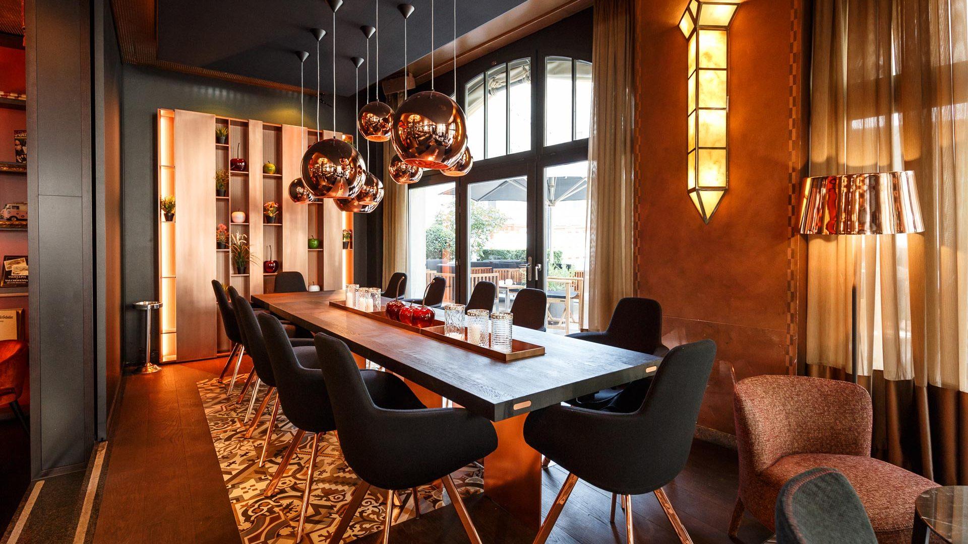 Boardroom mit Kupfertisch